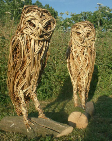 pair-of-owls-in-willow-with-oak-plinth-L